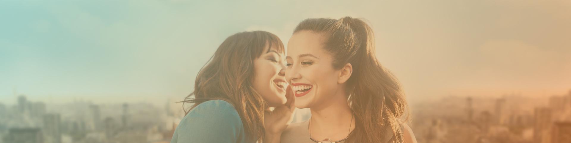 Mujeres sonriendo