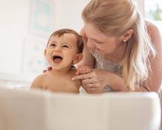 madre e hijo sonriendo